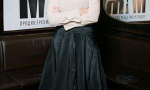 Алена Хмельницкая в непривычно дерзком образе с кожаной юбкой раззадорила своих подписчиков