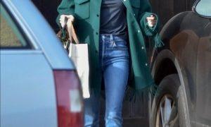 Изумрудный цвет и бахрома: Эмма Робертс нашла идеальное пальто