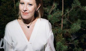 «Сидит не хуже»: Ксения Собчак примерила наряд российского бренда, от которого без ума Джиджи  Хадид